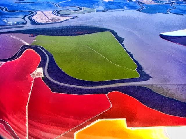 احواض الملح الملونة في خليج سان فرانسيسكو (بالتة الوان طبيعية)  1