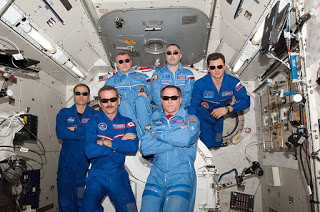 Gravity Does Not Exist! 800px-ISS_Expedition_34_inflight_crew_portrait