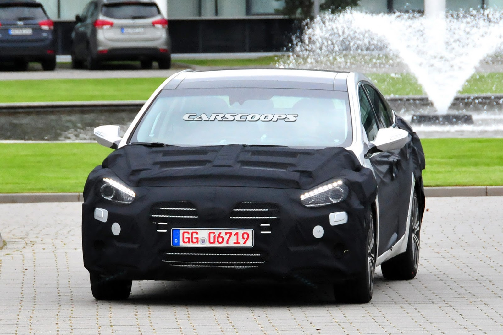 2015 - [Hyundai] i40 Restylée - Page 3 2015-Hyundai-i40-Sedan-FL1