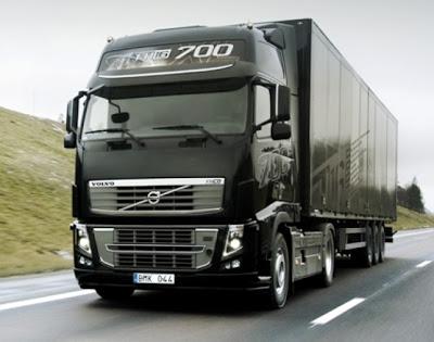 வரலாற்று சிறப்புமிக்க படங்கள் .... - Page 5 2011-Volvo-FH16-700-e1296119479609
