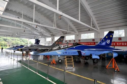صفقة محتملة.....طائرات التدريب L15 لمصر 1348033989_70199