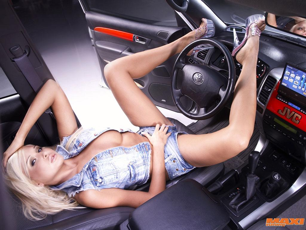 Lepotice i Zveri - Page 2 Sexy_girl_and_car_04