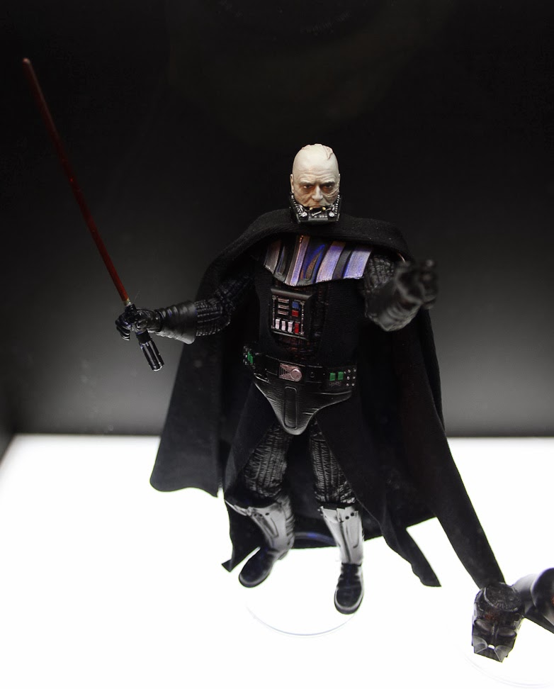 [Bandai][Tópico Oficial] S.H.Figuarts | Star Wars: The Phantom Menace - Darth Maul TOY_FAIR_2014_HASBRO_STAR_WARS_DISPLAY_6_INCH_BLACK_SERIES_EPVI_DARTH_VADER_01