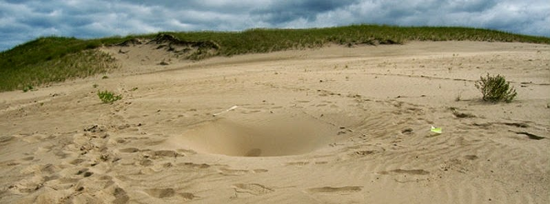 More mysterious holes discovered under shifting Mount Baldy dune, Indiana By Laron  Mount_Baldy_to_phole