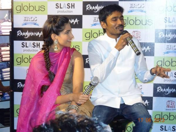 Sonam & Dhanush promote Raanjhanaa in Ahmedabad  Sonahm3
