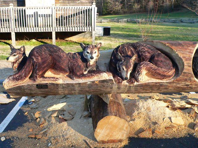 Escultura en troncos. ATT00070