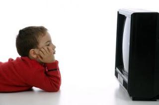مشاهدة التليفزيون بكثرة تصيب الأطفال بسوء التغذية 2a897k35