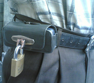 இது தான்டா பாதுகாப்பு – காமெடி புகைப்படங்கள்.. A.aaa-Protection-your-phone