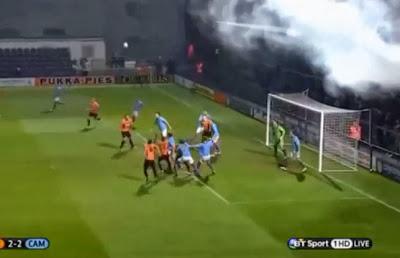 جماهير تحرم فريقها من الفوز بسبب قنبلة دخانية Untitled-1