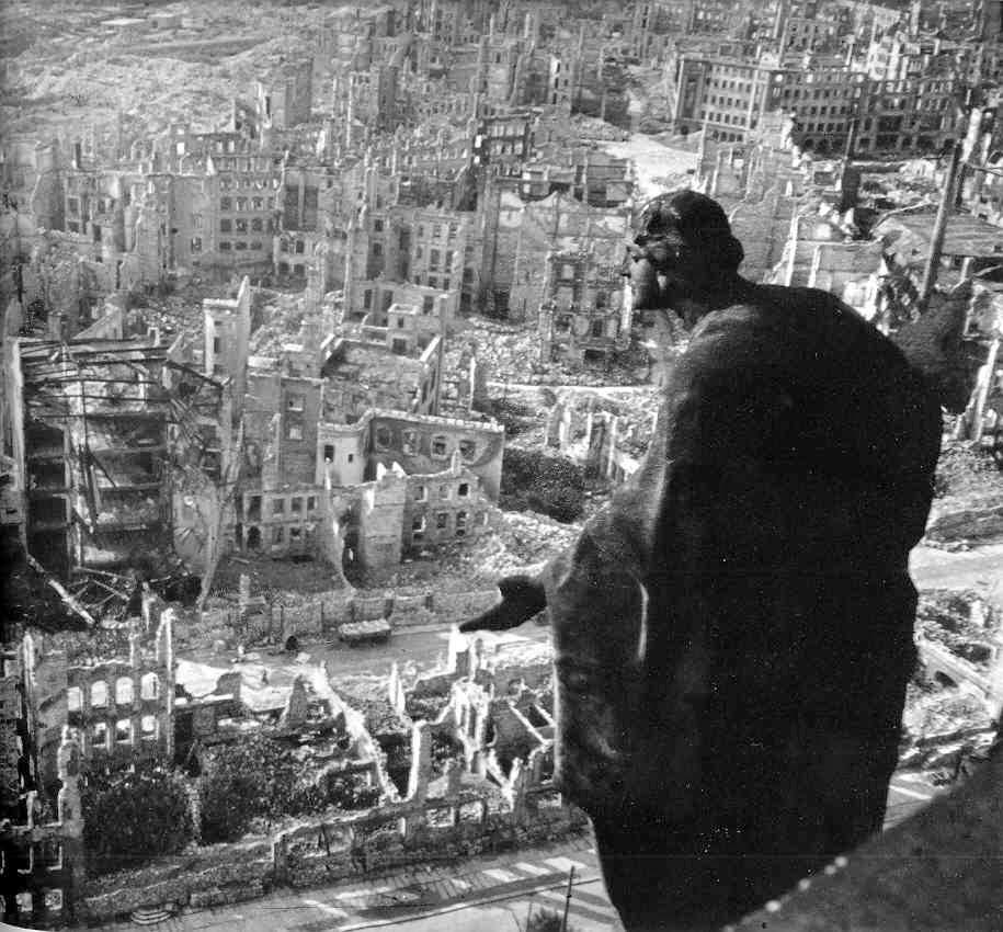 El bombardeo de Dresde Bombardeo%2Bde%2BDresde%2B1945