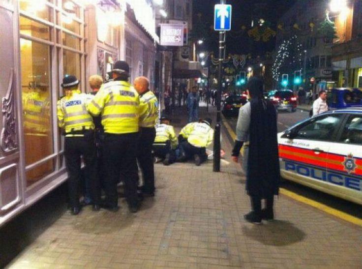 Images Comiques - Page 10 Police_against_batman