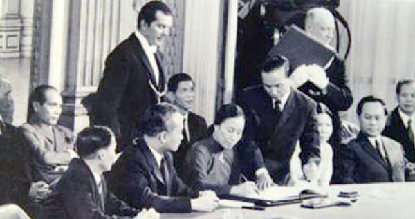 không - 42 tháng Tư và cuộc chiến không bom đạn Nguyenthibinh-paris1972