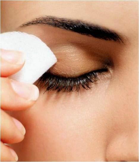 مزيل طبيعي لمكياج العينين متوفر في منزلك تعرفى عليه   Qatarw.com_293218215