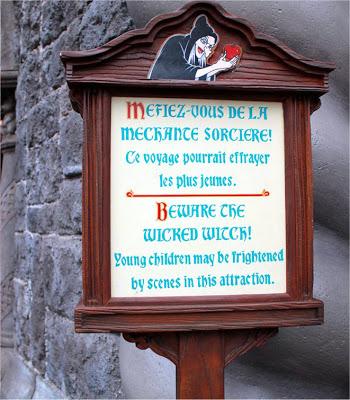 Blanche Neige et les Sept Nains / Les Voyages de Pinocchio [Fantasyland - 1992] - Page 2 BewareSorciereWitch