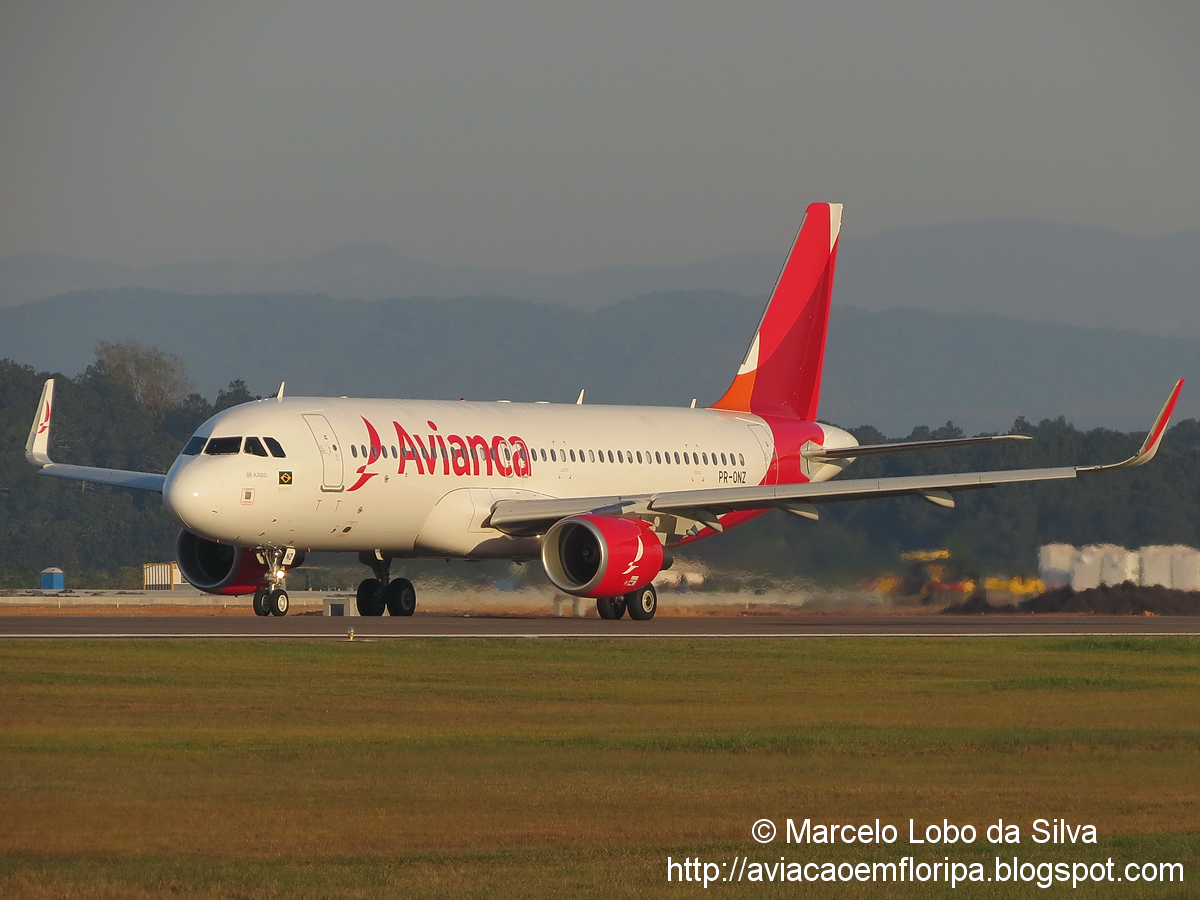 Nova pintura da Avianca Brasil em FLN IMG_4603