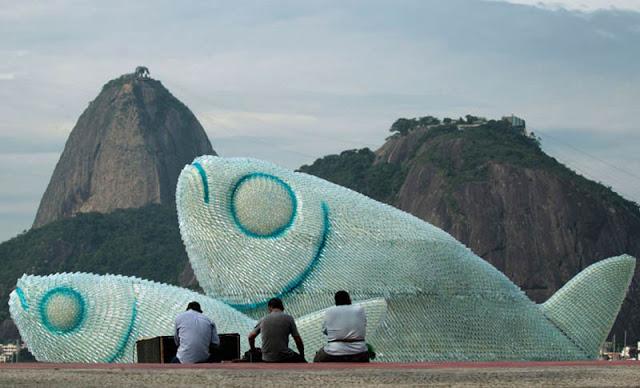 ثلاث أسماك عملاقة على شواطئ بوتافوغو في البرازيل Giant-fish-made-from-plastic-bottles-rio20-botafogo-beach-1