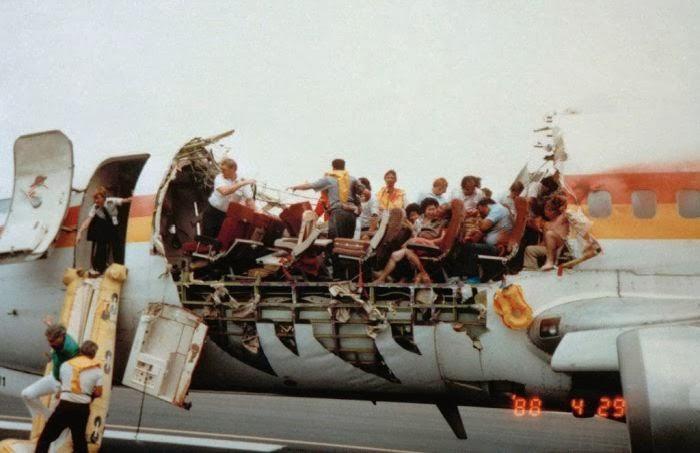 Malaysia Airlines Boeing 777-200ER Vol MH-370 immatriculé 9M-MRO porté disparu - Page 3 243_aloha_02