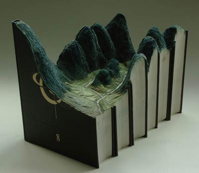 فن النحت على الكتب Landscapes-carved-into-books-guy-laramee-9
