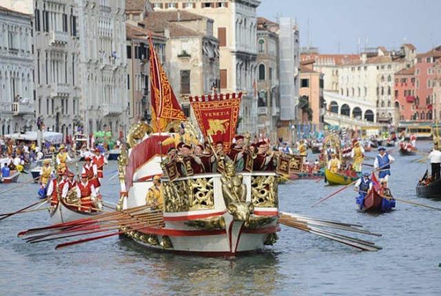 رحلة إلى مدينة القوارب البندقية '' فينيسيا  Venice-Historical-Regatta-5