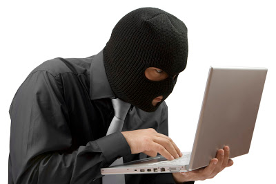 اخطاء يجب لمستخدمي الانترنت تفاديها Computer-Car-Hacker