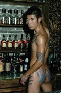 hotboy châu á cởi truồng và rượu 28-6
