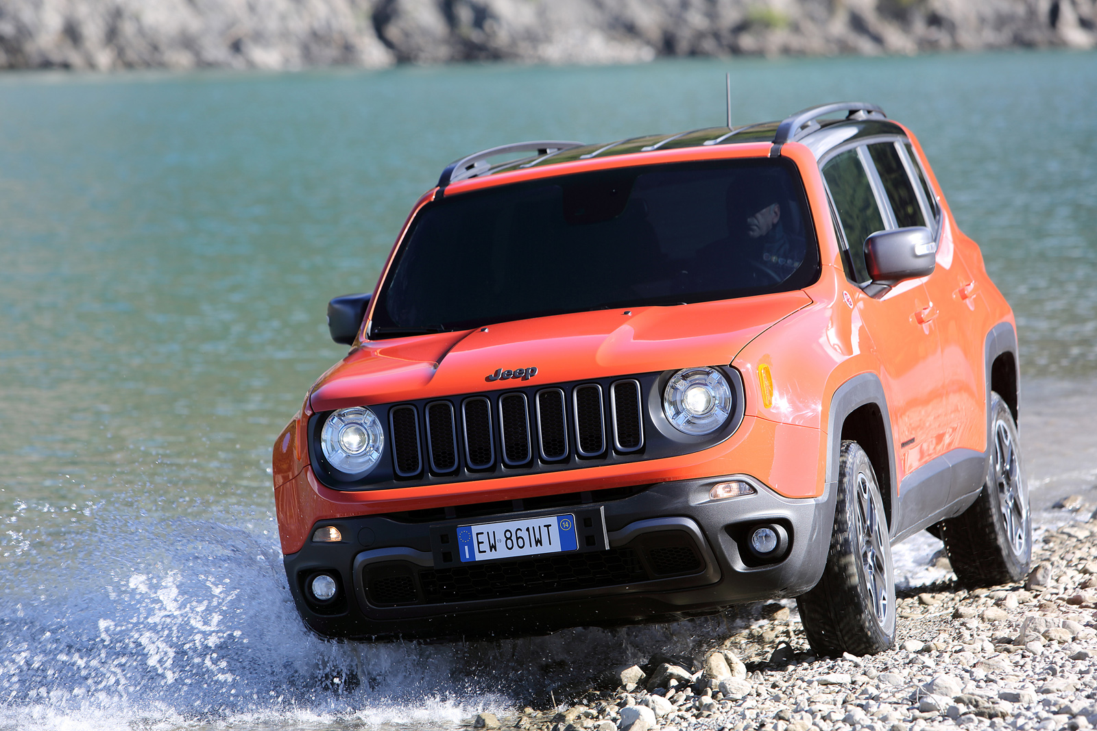 2014 - [Jeep] Renegade - Page 10 Jeep-Renegade-Trailhawk-14