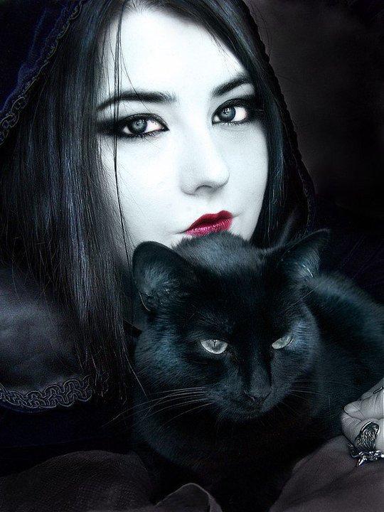 Kristen  . Gothique-et-chat-noir