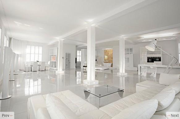 வெள்ளை நிறம் House-with-white-interiors-582x386