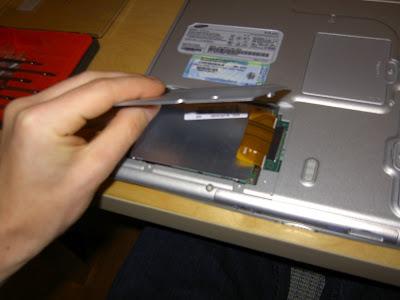 ارتفاع درجة حرارة الكمبيوتر النقال..اسباب وحلول Samsung_x10_hard_disk_upgrade