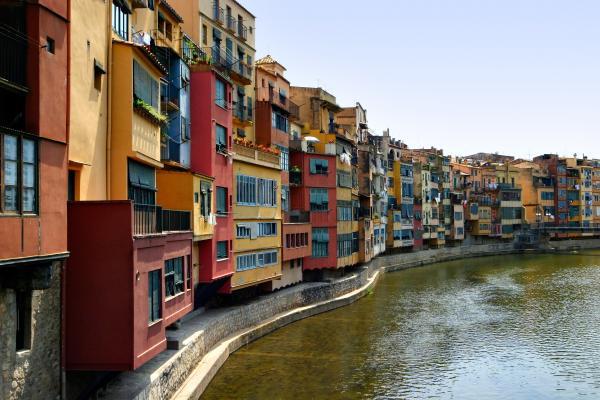 Muéstranos tu Ciudad/Pueblo o País Girona-riverfront-mathew-lodge