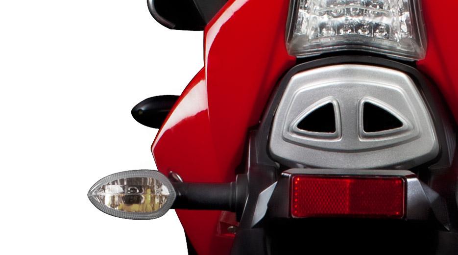 La Xtreet es la única moto en el mundo que ha incorporado 37 bombillas de luz LED Xtreet_Closeup_Exhaust