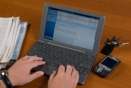 ارتفاع درجة حرارة الكمبيوتر النقال..اسباب وحلول Small_laptop