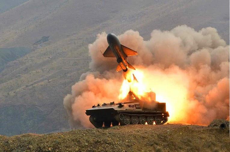 Corea del Norte - Página 8 North%2BKorea%2BKim%2BJong-un%2Bvisits%2Bmilitary%2Bexercises%2B1