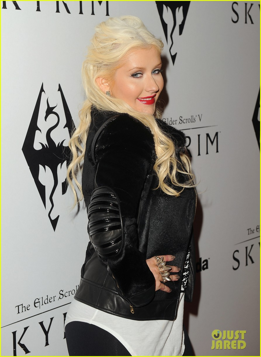 [Fotos+Video] Christina Aguilera: Elder Scrolls V: Skyrim Launch! 2011 Christina-aguilera-matthew-rutler-skyrim-launch-12
