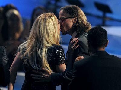 The Off Topic Awards II ( OT del año: Soldier, PAG. 1 - GANADORES - AHORA AFTERPARTY )  - Página 8 Britney-jason-kiss