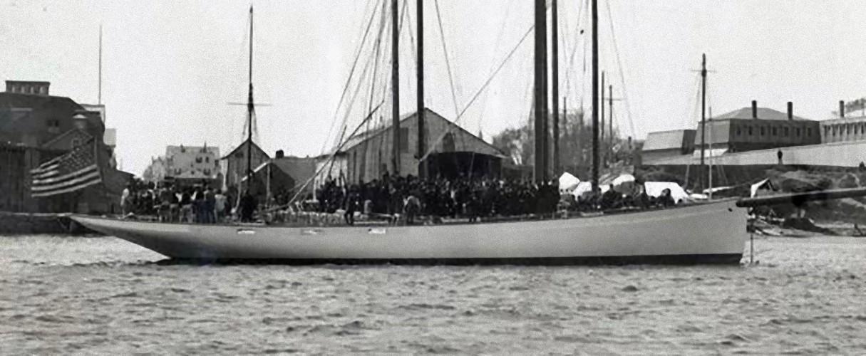 Puritan, sloop de 1885 Launch-of-the-Puritan