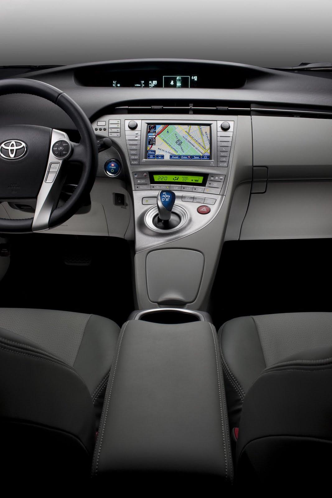 [Toyota] Prius III - Page 13 New-2012-Toyota-Prius-Carscoop-1