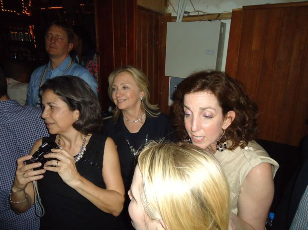 """""""صور""""هيلاري كلينتون """"وزيرة الخارجية الامريكية"""" في ملهى ليلي بكولومبيا Get"""
