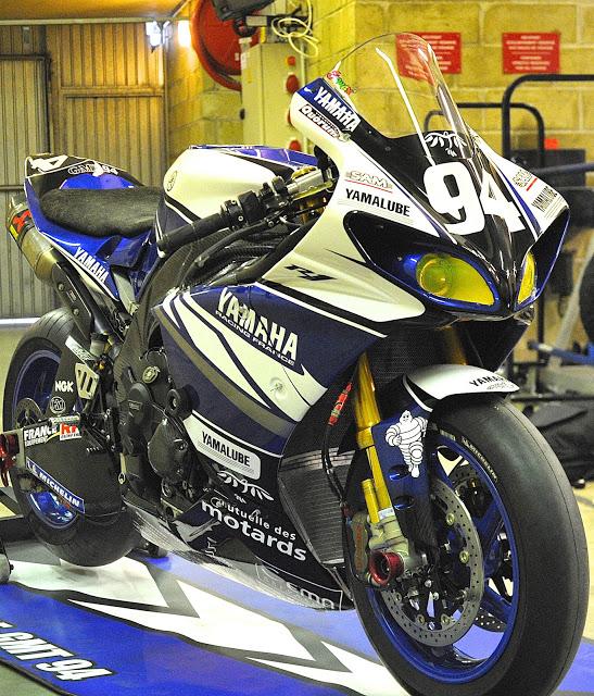 Machines de courses ( Race bikes ) - Page 12 R1-GMT-MNM12