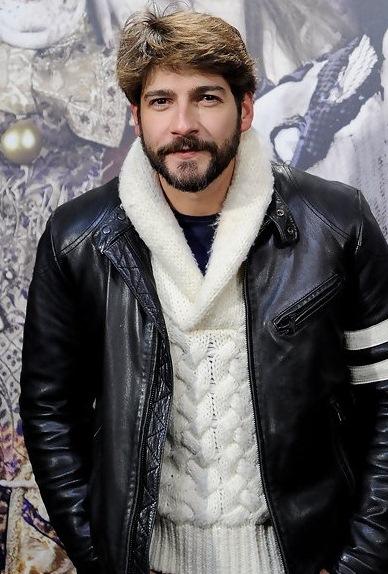 Félix Gómez es Fernando Álvarez de Toledo Felix-gomez-actor-estilo-motero-cuero-cazadora-negra