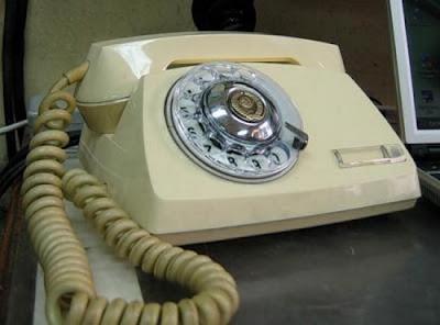 இதுவரை நீங்கள் கண்டிராத அழகிய தொலைபேசிகள்  Unusual-telephones-04