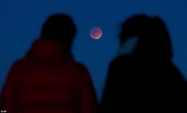 Eclipse.........  2CD9F5A500000578-3251497-image-a-122_1443418551126