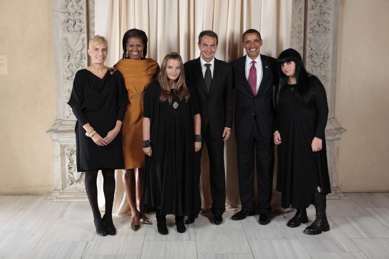 Las hijas del presidente de españa son goticas y causaron polemica en una foto con obama Zapateroehijas