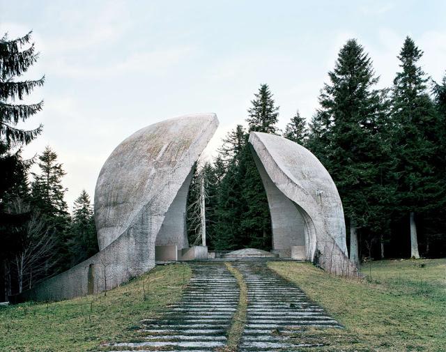 Construcciones abandonadas de la antigua URSS Spomenik_07