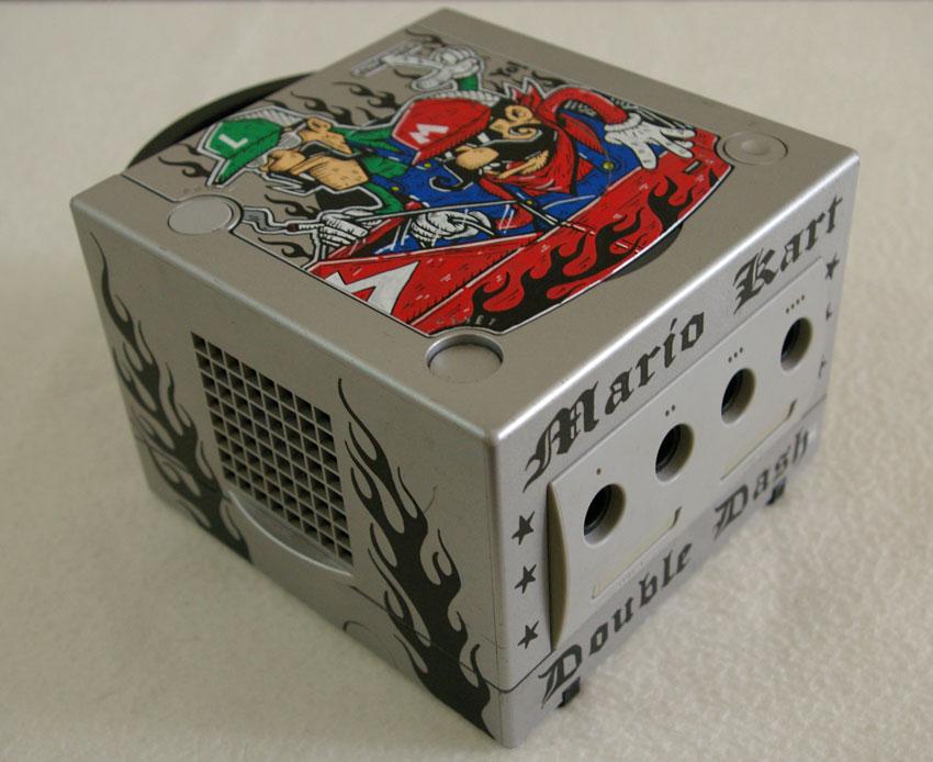 Conheça os impressionantes consoles customizados de Oskunk Gamecube-mariokart-02