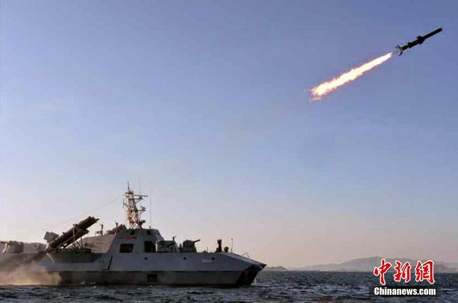 Corea del Norte - Página 8 North%2BKorea%2B-%2BKim%2BJong-un%2Bwatches%2Bnew%2Banti-ship%2Bmissile%2Blaunch%2B3