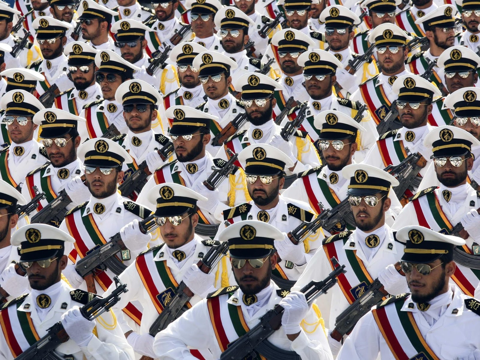 Serbia Breaking News: - Page 6 Iranian%2Bmilitary%2Bshades