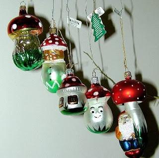 Santa Claus and the Magic Mushrooms N1369734084_122801_3555