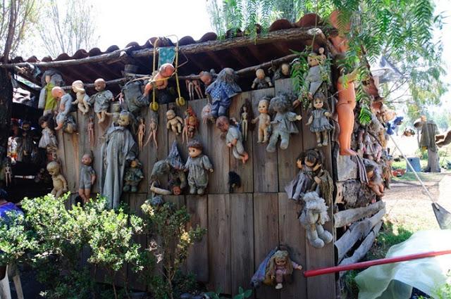رعب على ارض الواقع في  جزيرة الدمي المشوهه  Island-of-dolls-15%5B2%5D