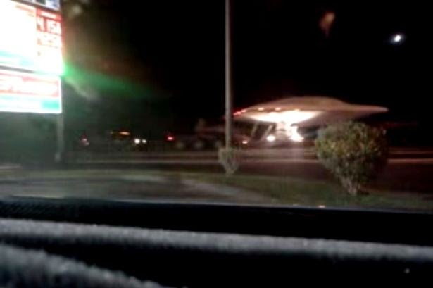 Zona 51 UFO-being-towed
